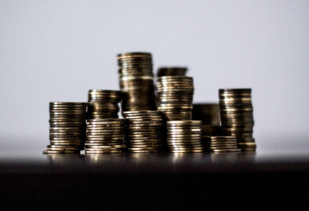 qual investimento rende mais: uma pilha de moedas empilhadas
