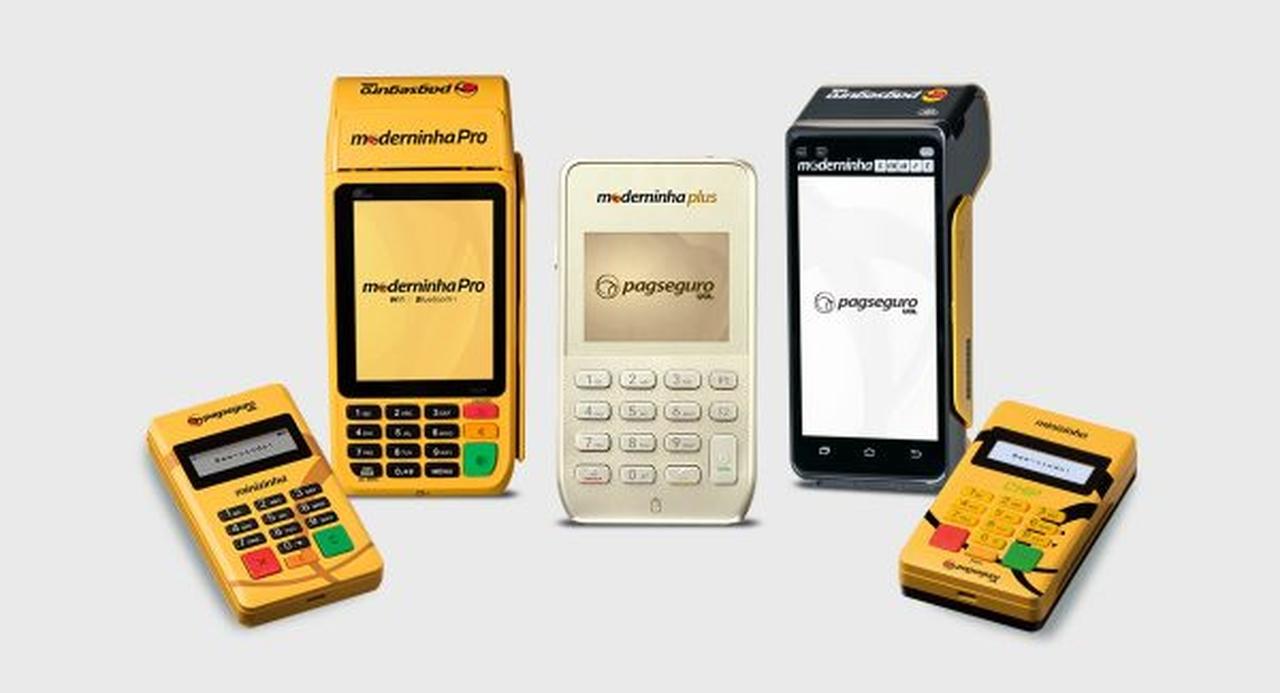 Empresa startup brasileira: maquininhas do cartão PagSeguro uma do lado da outra