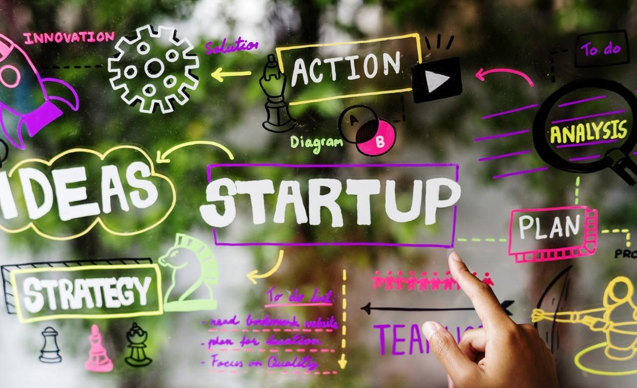Startups Brasileiras - Paralavra startup em destaque ao lado de outro termos