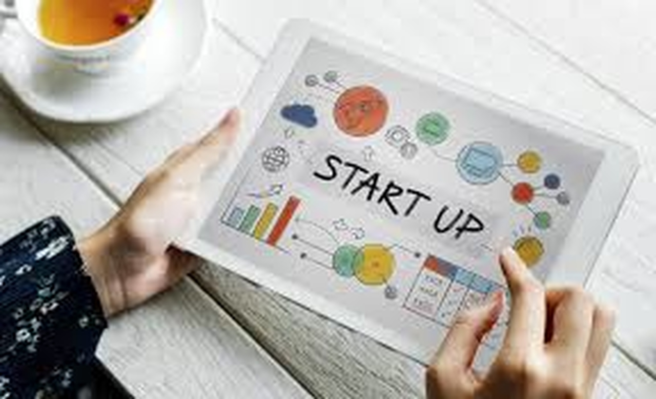 startups e lifestyle business: mão feminina usar Ipad