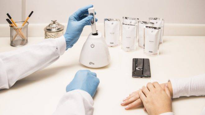 coronavirus-startups-medicos-fazem-teste-sanguineo-de-paciente